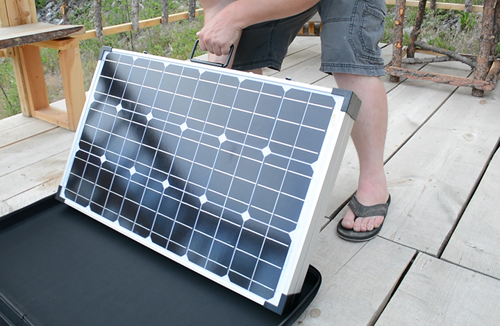 suitcase-solar-pannel-array